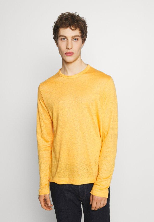 CREW - Pitkähihainen paita - mango