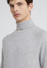 Club Monaco - Stickad tröja - pale grey - 4