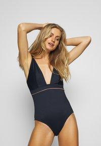 Curvy Kate - POOLSIDE NON WIRED SWIMSUIT - Badedrakt - navy/coral - 1