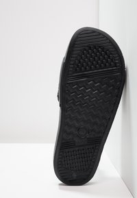Champion Reverse Weave - POOL SLIDES - Sandales de bain - black - 4