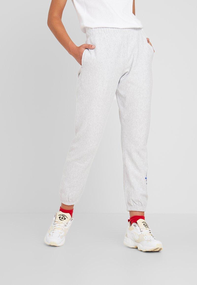 Champion Reverse Weave - BIG SCRIPT CUFF PANTS - Joggebukse - mottled grey