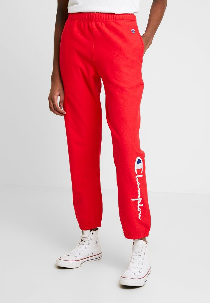 Champion Reverse Weave - BIG SCRIPT CUFF PANTS - Pantalon de survêtement - red