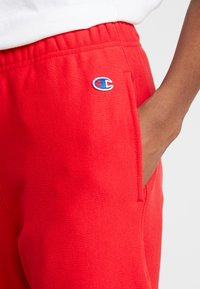 Champion Reverse Weave - BIG SCRIPT CUFF PANTS - Pantalon de survêtement - red - 3