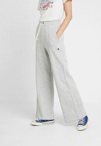 Champion Reverse Weave - WIDE LEG TROUSERS - Verryttelyhousut - mottled grey - 0