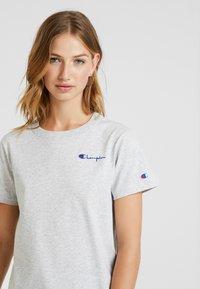 Champion Reverse Weave - SMAL SCRIPT CREWNECK  - T-shirts med print - mottled grey - 3
