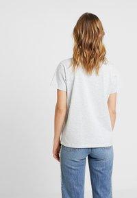 Champion Reverse Weave - SMAL SCRIPT CREWNECK  - T-shirts med print - mottled grey - 2