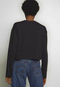 Champion Reverse Weave - CREWNECK LONG SLEEVE  - Long sleeved top - black - 2