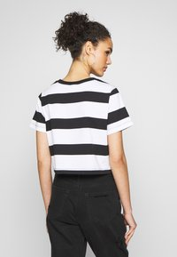 Champion Reverse Weave - STRIPE - T-shirt con stampa - white/black - 2