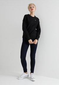 Champion Reverse Weave - CREWNECK - Sweatshirts - black - 1