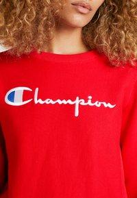Champion Reverse Weave - BIG SCRIPT CREWNECK - Sweatshirt - red - 6
