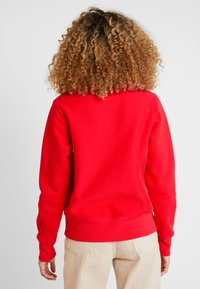 Champion Reverse Weave - BIG SCRIPT CREWNECK - Sweatshirt - red - 2