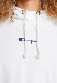 Champion Reverse Weave - SLEEVE LOGO HOODED - T-shirt à manches longues - white - 5