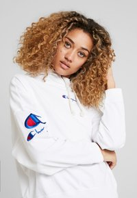 Champion Reverse Weave - SLEEVE LOGO HOODED - T-shirt à manches longues - white - 3