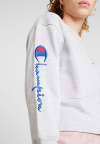 Champion Reverse Weave - BIG SLEEVE SCRIPT CREWNECK CROPPED - Sweatshirt - grey - 6