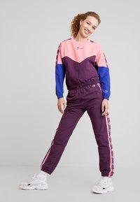 Champion Reverse Weave - CREWNECK - Blouse - light pink - 1