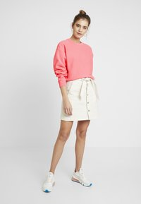 Champion Reverse Weave - SLEEVE LOGO CREW NECK - Sweatshirt - light pink - 1