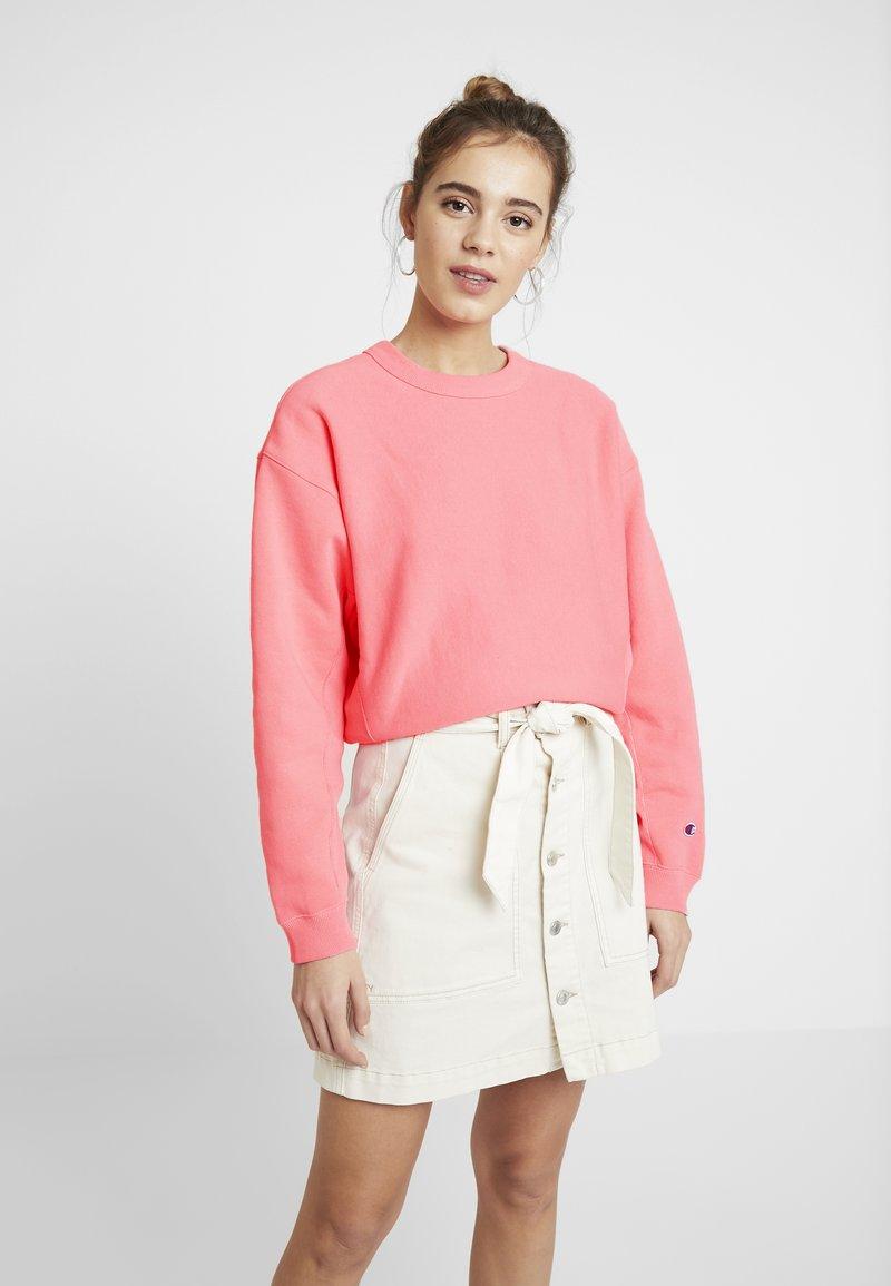 Champion Reverse Weave - SLEEVE LOGO CREW NECK - Sweatshirt - light pink