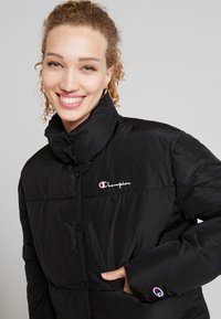 Champion Reverse Weave - BACK SCRIPT PUFF JACKET - Zimní bunda - black - 3