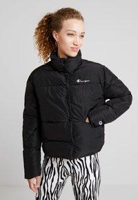 Champion Reverse Weave - BACK SCRIPT PUFF JACKET - Zimní bunda - black - 0