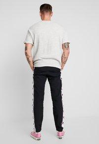 Champion Reverse Weave - ELASTIC CUFF PANTS - Tracksuit bottoms - black - 2