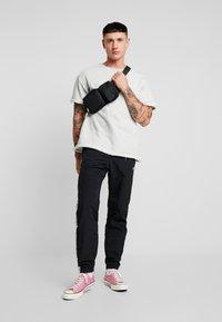 Champion Reverse Weave - ELASTIC CUFF PANTS - Tracksuit bottoms - black - 1