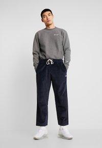 Champion Reverse Weave - STRAIGHT HEM PANTS CORD - Bukse - dark blue - 1