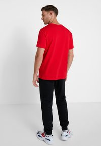 Champion Reverse Weave - CLASSIC APPLIQUE TEE - T-shirt basic - red - 2