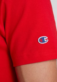 Champion Reverse Weave - CLASSIC APPLIQUE TEE - T-shirt basic - red - 5