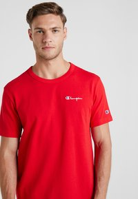 Champion Reverse Weave - CLASSIC APPLIQUE TEE - T-shirt basic - red - 3