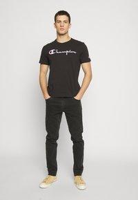 Champion Reverse Weave - Printtipaita - black - 1