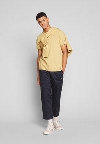 Champion Reverse Weave - CREWNECK - T-shirt basique - khaki - 1