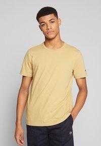 Champion Reverse Weave - CREWNECK - T-shirt basique - khaki - 0