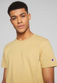 Champion Reverse Weave - CREWNECK - T-shirt basique - khaki - 3