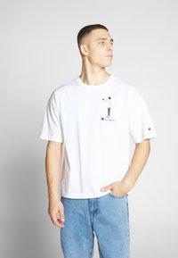 Champion Reverse Weave - CREWNECK  - T-Shirt print - white - 0