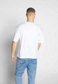 Champion Reverse Weave - CREWNECK  - T-Shirt print - white - 2