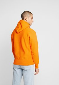 Champion Reverse Weave - SMALL SCRIPT LOGO HOODY - Sweat à capuche - autumn glory orange - 2