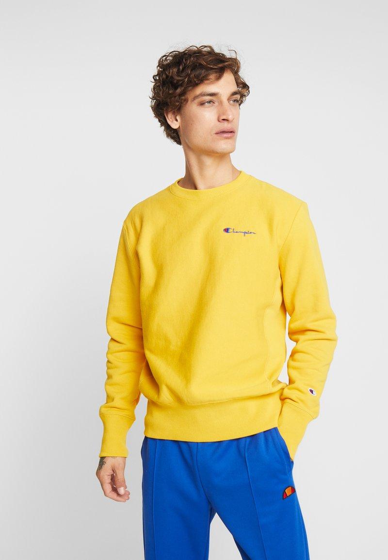 Champion Reverse Weave - SMALL SCRIPT CREWNECK  - Sweatshirt - yellow