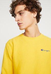 Champion Reverse Weave - SMALL SCRIPT CREWNECK  - Sweater - yellow - 4