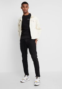Champion Reverse Weave - SMALL SCRIPT CREWNECK  - Sweatshirt - black - 1