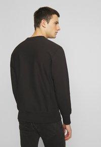 Champion Reverse Weave - BASICS CREWNECK - Collegepaita - black - 2