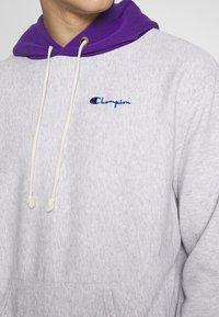 Champion Reverse Weave - HOODED  - Bluza z kapturem - mottled light grey - 5