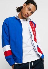 Champion Reverse Weave - PEACHED FEEL CRINKLE - Trainingsvest - blue/white - 0