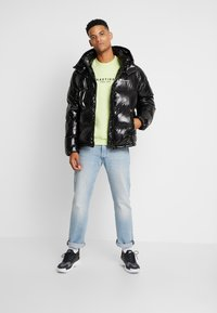Champion Reverse Weave - HOODED PUFF JACKET - Zimní bunda - black