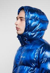 Champion Reverse Weave - HOODED PUFF JACKET - Vinterjakke - blue - 5