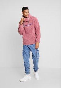 Champion Reverse Weave - HOODED SLIP-ON JACKET - Chaqueta fina - light pink - 1