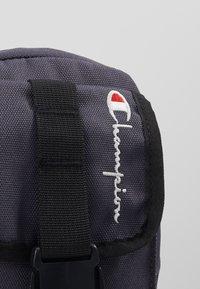 Champion Reverse Weave - SMALL SHOULDER BAG - Across body bag - blue - 6