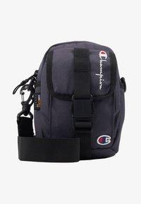 Champion Reverse Weave - SMALL SHOULDER BAG - Across body bag - blue - 5