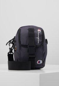 Champion Reverse Weave - SMALL SHOULDER BAG - Across body bag - blue - 0