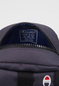 Champion Reverse Weave - SMALL SHOULDER BAG - Across body bag - blue - 3