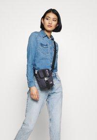 Champion Reverse Weave - SMALL SHOULDER BAG - Across body bag - blue - 1